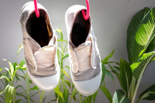 6 simple hacks on how to dry shoes fast after washing them - Pros and Cons 2